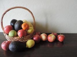 frukt korg foto