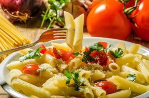 läcker pasta med tomater foto