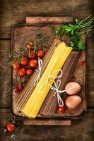 pasta med ingredienser foto