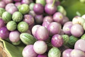färsk aubergine lila foto