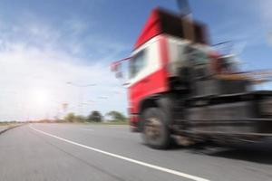 transportbranschkoncept, stora lastbilscontainrar foto
