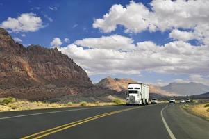 lastbilsförare på vägen foto