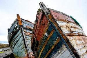 par gamla fiskebåtar foto