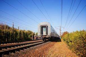 tåg lämnar foto
