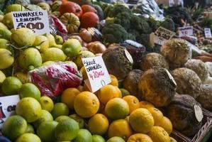 mat - frukt till salu foto