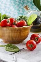 röda tomater och spenat