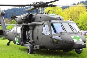 Blackhawk helikopter medicinsk evakuering öppen dörr foto