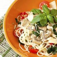 pasta med svamp och sås foto