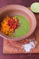 förbereda salsasås foto