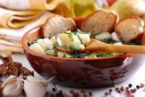 potatis soppa och spenat foto
