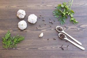 vitlök, örter och kryddor foto