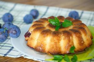 tårta med plommon foto