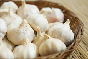 garlics på pallen foto