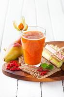 färsk smoothie i ett glas foto