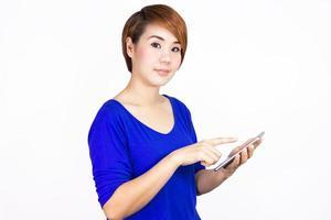 kvinna med sin telefon foto