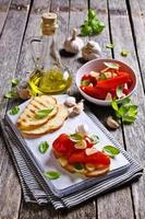 smörgås med paprika och vitlök foto