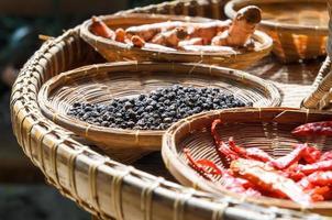 thailändska ört kryddor ingredienser uppsättning foto