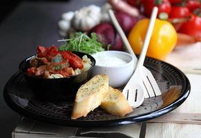 skål med rostade grönsaker och pasta foto