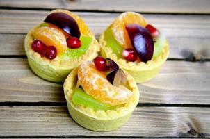 frukt tårta på bordet