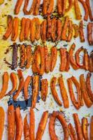 rostade morötter foto