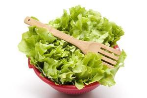 får en sallad med gaffel i sikten foto