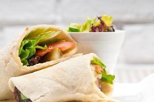 kafta shawarma kycklingpita wrap sandwich foto