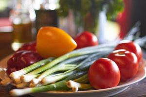 grönsaker på en tallrik foto