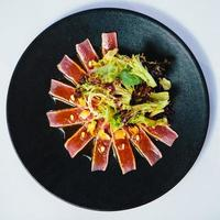 seared tonfisk biff foto