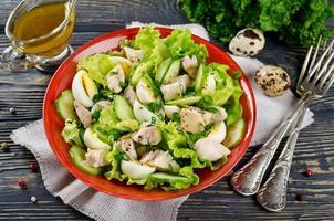 grönsakssallad med torsklever foto
