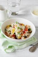 närande ris med grönsaksblandning foto