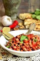 lobio - traditionell georgisk maträtt. foto
