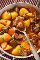 nötköttgryta med potatis och morot