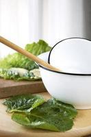 vit skål i köket foto