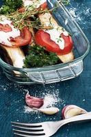 sallad med gurkor och tomater foto