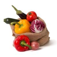påse med färska grönsaker foto