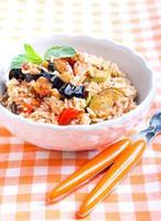 ris med sauterade grönsaker foto