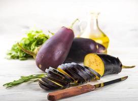 aubergine och olivolja foto