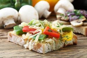 smörgås med rostad peppar foto