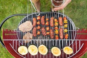 grill full av snacks foto
