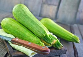 rå zucchini foto