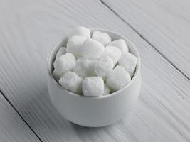 skål med sten socker foto