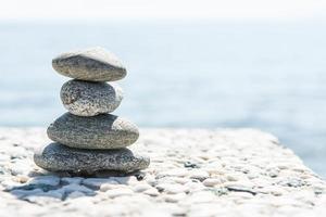 wellness hög med stenar foto