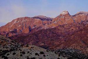bergsolnedgång foto
