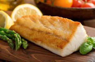 stekpanna seared fisk foto