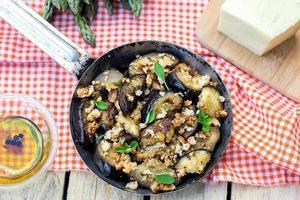 aubergines auberginer sauterade med brödsmulor och ost