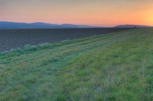 fridfullt landskap vid solnedgången, Thuringian skog, Tyskland foto