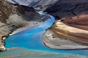 målad flod
