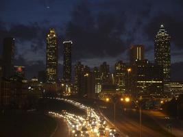 dramatiska Atlanta skyline i skymningen foto