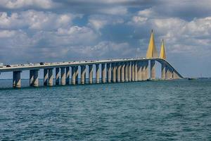 solsken skyway bridge foto
