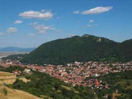 brasov stad och tampa berg, Rumänien foto